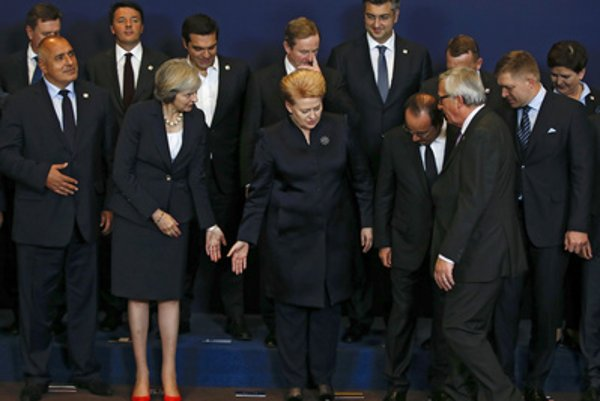 Slovak PM Robert Fico (L) at the summit od EU leaders in Brussels, October 20.