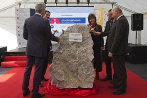 Ceremonial tapping of the stone.