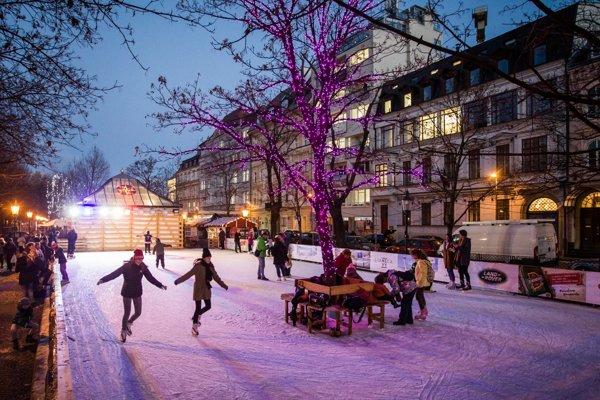 The skating ring at Hviedoslavovo square.