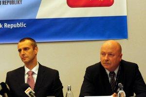 L-R Then health minister Rochard Raši and former head of the Medical Rescue Service Bratislava Ľubomír Kočiš.