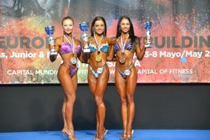 Women fitness up to 163 cm: Michaela Pavleová (centre) and Alexandra Kovalská (r).