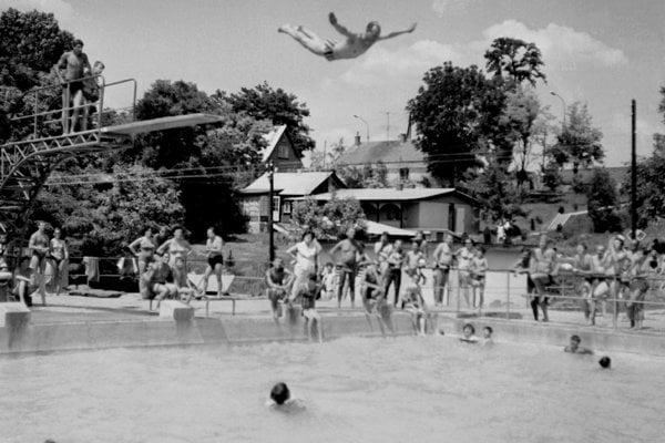 Alexander Dubček has just jumped of the diving board in Santovka, July 1968.