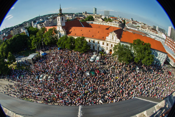 Thousands of people attended the anti-corruption rally in Bratislava
