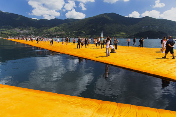Statue and Object in GMB - Christo: Floatin Piers