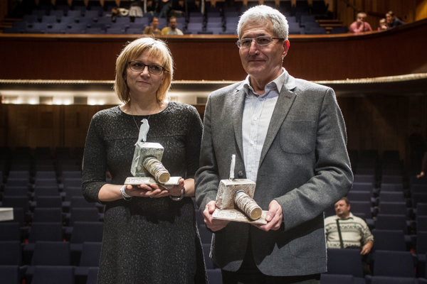 Alan Suchánek and Magdaléna Kováčová received the White Crow awards for reporting an overpriced purchase.