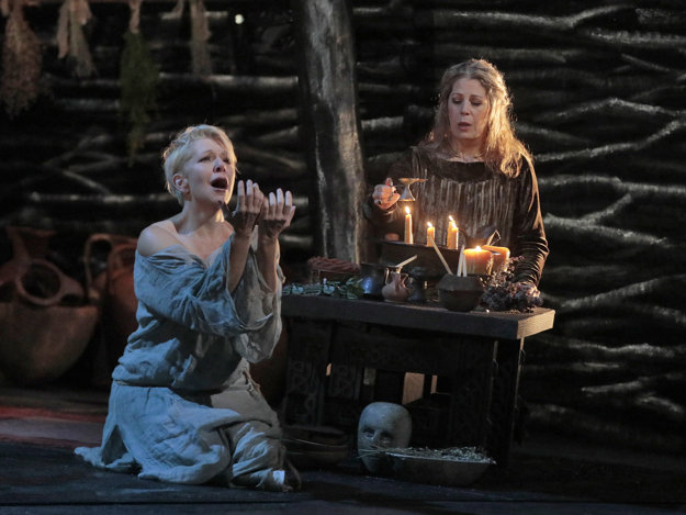 Bellini´s opera Norma was the first broadcast of the 2017/2018 season of Metropolitan Opera NY in HD.