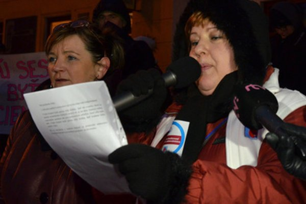 Protest of Prešov nurses, Monika Kavecká of Labour Union of Nurses and Midwives (r).