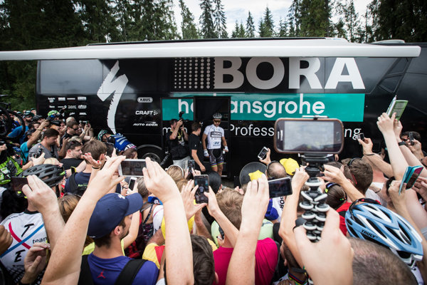 The Bora-Hansgrohe buses are often under siege thanks to Sagan.