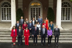 Spain's new government ministers pose for the media after their first cabinet meeting on June 8, 2018.