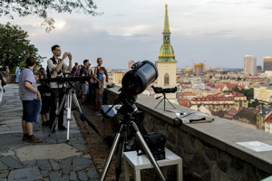 Bratislavans watch the Moon eclipse July 27