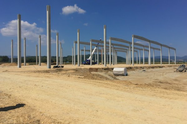 Construction of a warehouse for the chain of fashion e-shops Factcool in Nové Mesto nad Váhom.