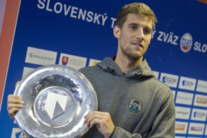 Kližan shows his trophy at home