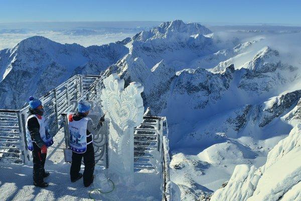 Ice sculptors at Lomnický peak