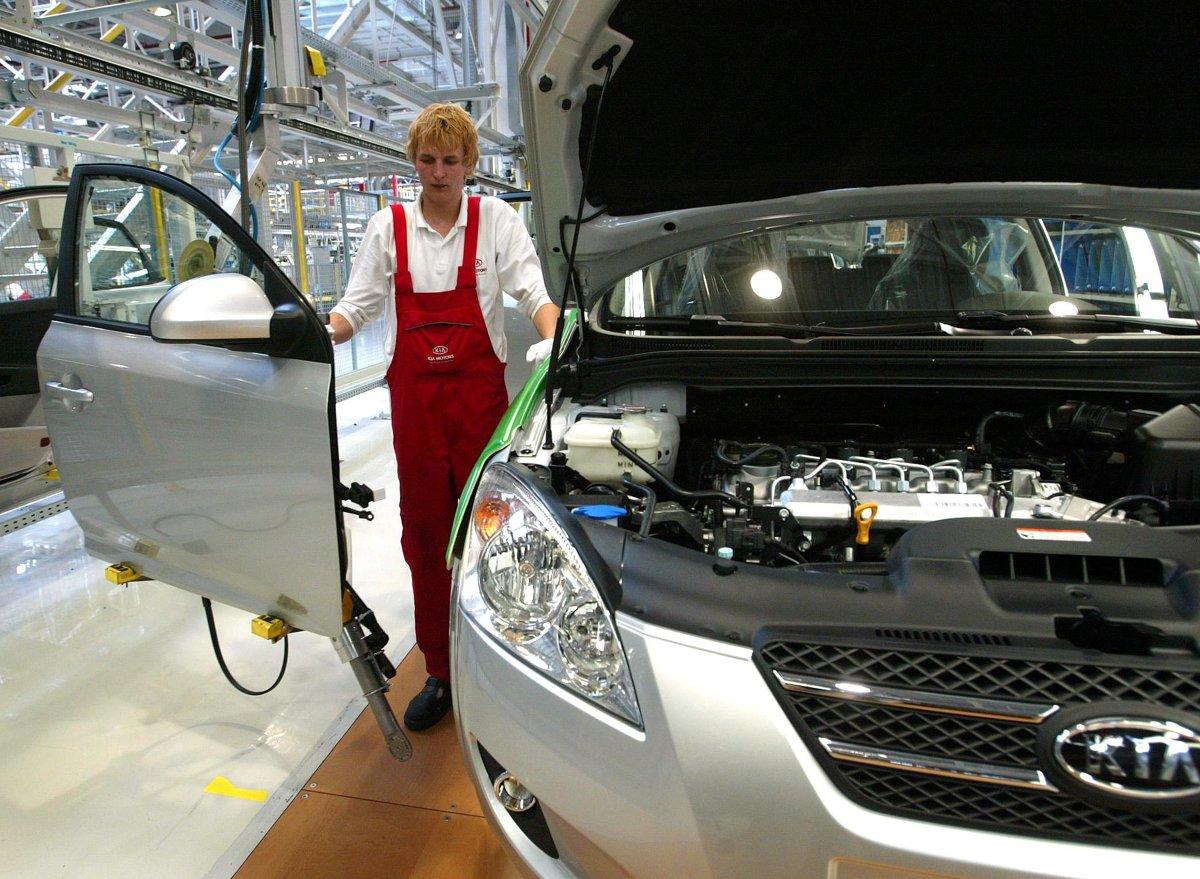 Kia Motors Slovakia Plant Makes 3 Millionth Engine