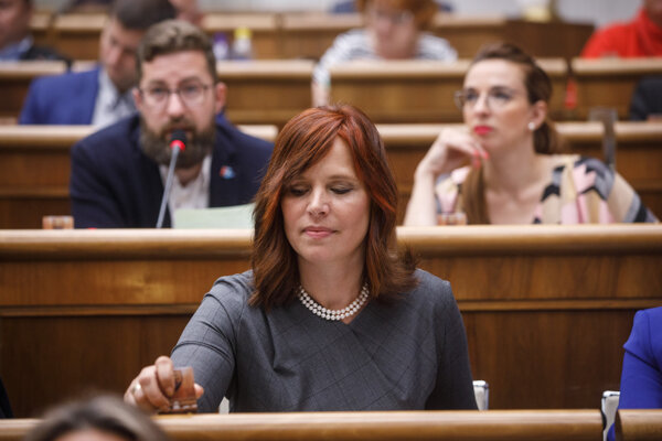OĽaNO MP Veronika Remišová announced she would leave, alongside her four fellow MPs, the OĽaNO caucus shortly before the 2020 elections.