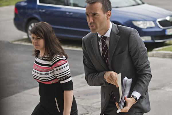 Ministry spokeswoman Zuzana Čižmáriková with Health Minister Tomáš Ducker.
