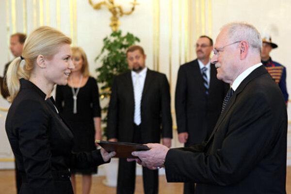 Judge Miriam Repáková (l)