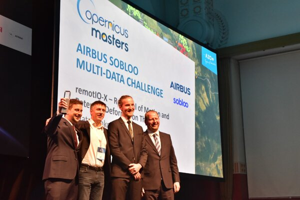 Team of the project remotIO-X and Nicolas Huguet (second from the left), head of the department of digital services in Airbus Defence and Space.