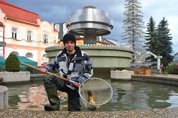 A man sells carps from a fountain in Poprad on December 22, 2014.