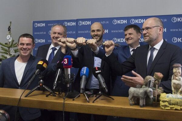 Left to right: Erik Baláž (PS/Spolu), Andrej Kiska (Za Ľudí), Michal Truban (PS/Spolu), Alojz Hlina (KDH), Richard Sulík (SaS)
