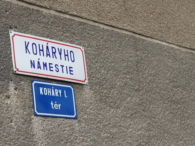 Street signs in both Slovak and Hungarian in the town of Fiľakovo.