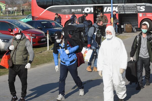 People arrived to state facility in Gabčíkovo to spend the obligatory quarantine there.