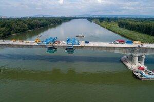 The still un-named bridge over the Danube