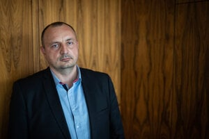 The former police officer and member of the Military Intelligence, Lukáš Kyselica, has decided to step down as the state secretary at the Interior Ministry.