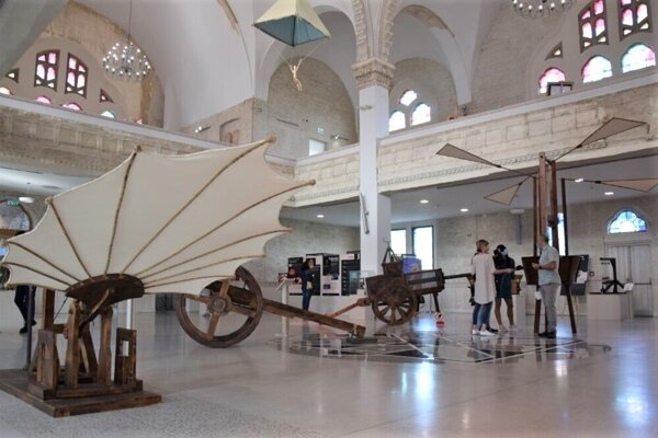 The Leonardo da Vinci replica machines are on display in the Lučenec synagogue until mid-December 2020.