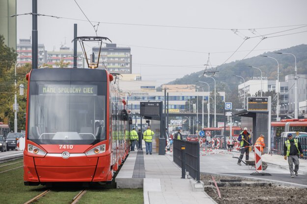 The trams to Karlova Ves and Dúbravka boroughs in Bratislava were restored on October 26.