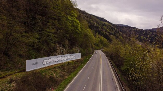 """In May, Martin Hríb and Radim Straka painted the """"HANDS"""" mural as a symbol of support and gratitude for frontline workers by the first-class road running between Žilina and Martin."""