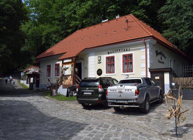 The Kastelán brewery and restaurant below Orava Castle.