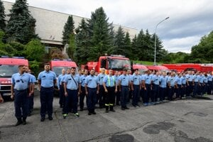 75 Slovak firefighters and 30 vehicles will help Greece fight fires.