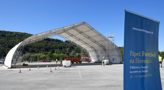 Preparation of the venue for Pope Francis in Prešov.