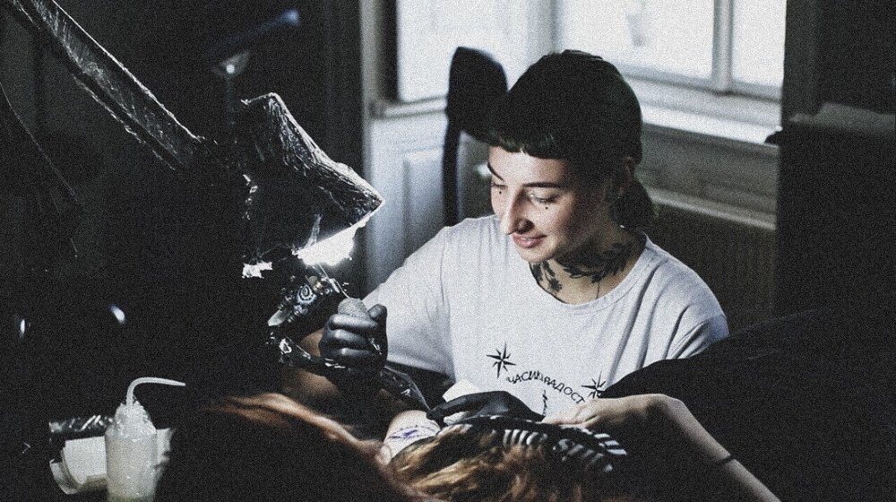 Les Paskarenko learnt how to tattoo from the Internet.