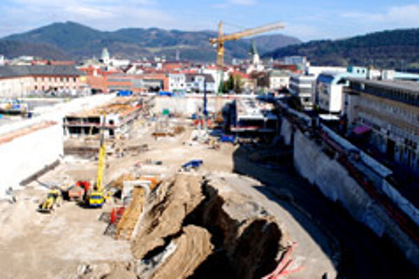 Construction of Žilina Aupark has resumed after authorities granted an appeal filed by its investor.