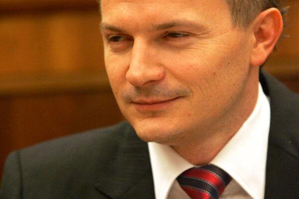 Minister Ján Počiatek survived no-confidence motion in Parliament.