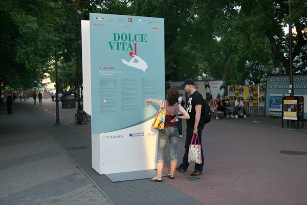 People looking at the Dolce Vitaj festival programme.