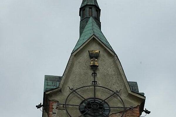 The spire of Liptovská Osada's Hussite church
