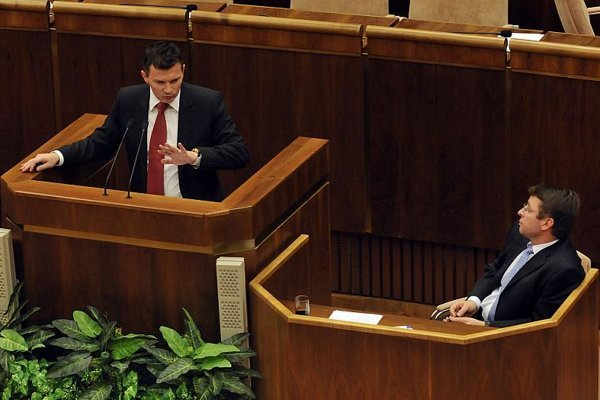 Finance Minister Počiatek (left) defends his steps in the Tipos case in parliament.