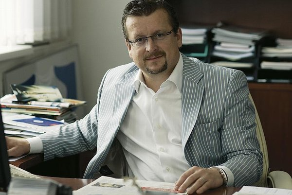 A decade after switching from wholesale to retail, Nay CEO Ján Tomáš is expanding to the Czech Republic.