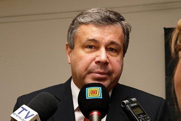 Minister Mikolaj is seeking support for his amendment.