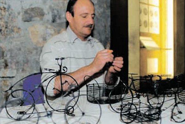 Ľubomír Smržík from Martin making transport-related tinker art.