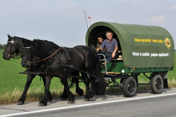 Minister Becík setting out on his agricultural road trip.