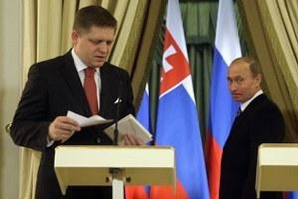 Robert Fico (l) and Vladimir Putin.