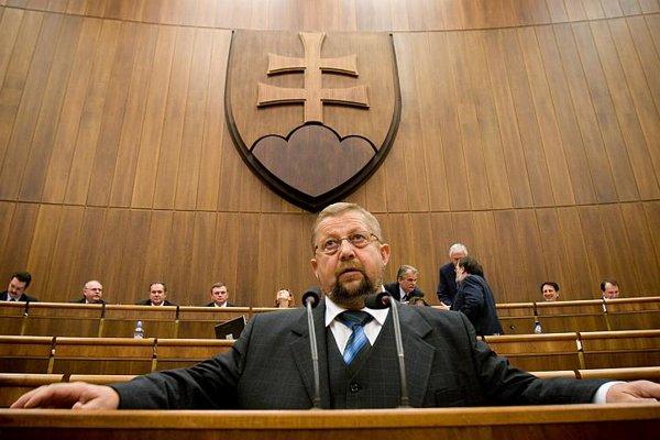 Supreme Court President Štefan Harabin has sued several publishers.