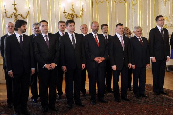 Robert Fico's new cabinet takes office at the Presidential Palace.