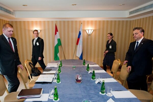 Robert Fico (l) and Viktor Orbán (r) at their meeting in Warsaw.