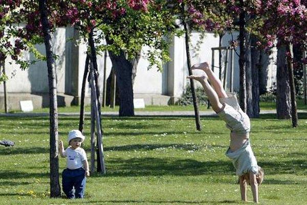 Having fun in the Prezidentská záhrada (garden)