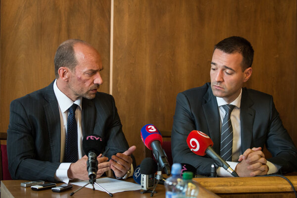 Miroslav Kočan (l) and Health Minister Tomáš Drucker (r)